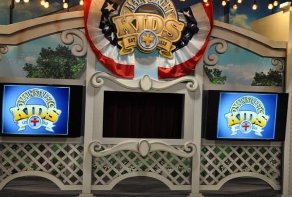 Main Street Indoor Park Puppet Show