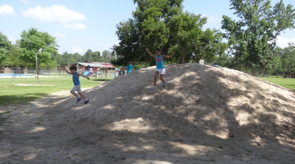 Sand Mountain at Old Mac Donalds Farm