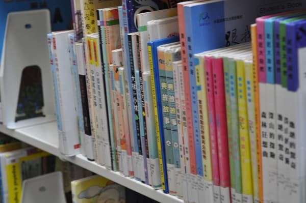 Chinese Books at Robinson-Westchase Houston Public Library