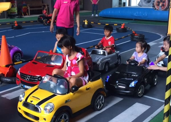 kids play area in silk place with cars in taiwan bigkidsmallcity