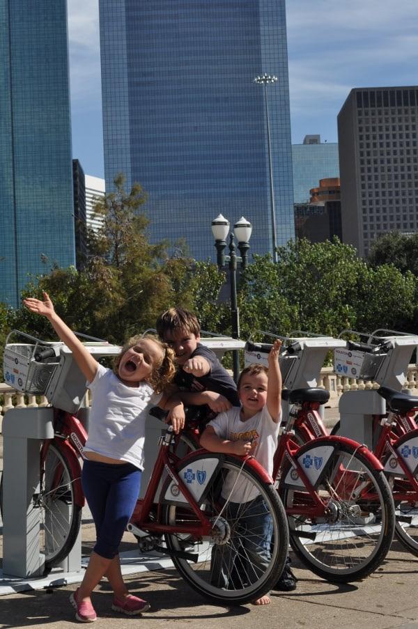Bikes at Sabine Street Bridge