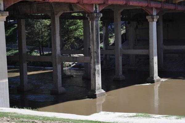 Buffalo Bayou from under Sabine Street Park