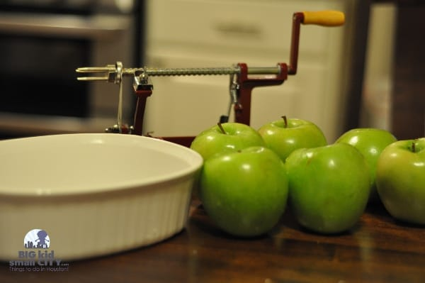 Apple Peeler with Apples
