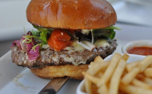 Menil Bistro Cheeseburger