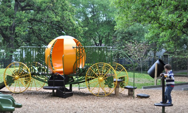 River Oaks Pumpkin Park Carraige