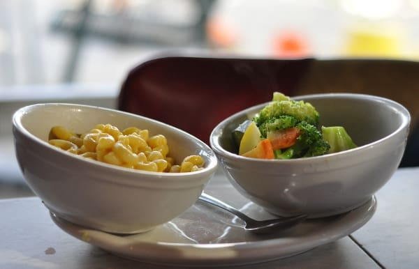 Willies Kids Mac and Cheese with Steamed Veggies