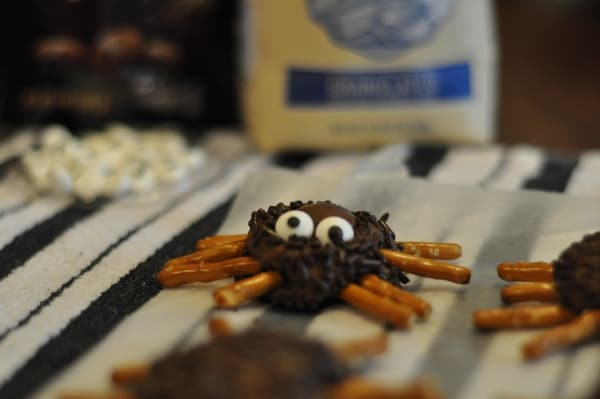 imperial-sugar-spider-cookie-finished