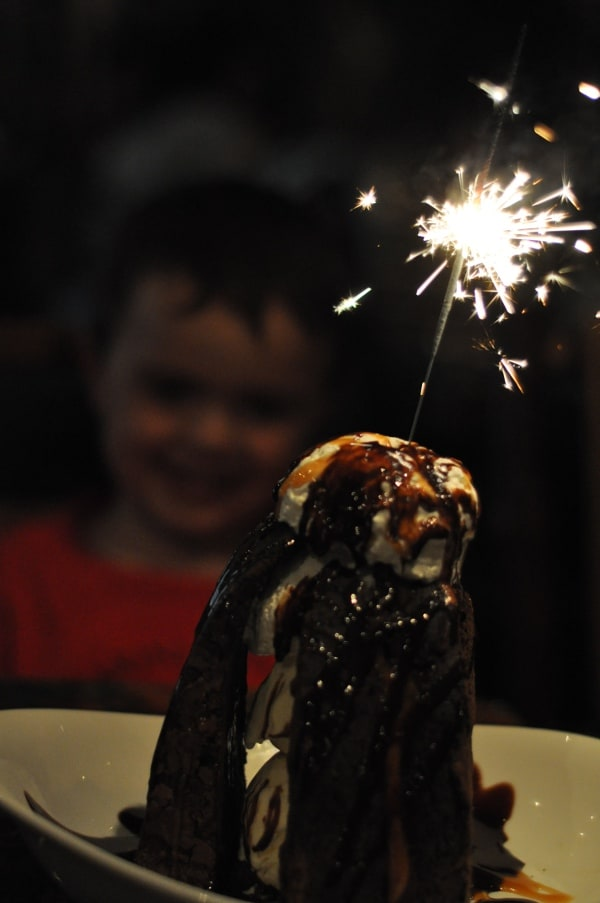 rainforest-cafe-houston-galleria-volcano-cake