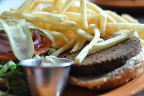 barnabys-falafel-burger