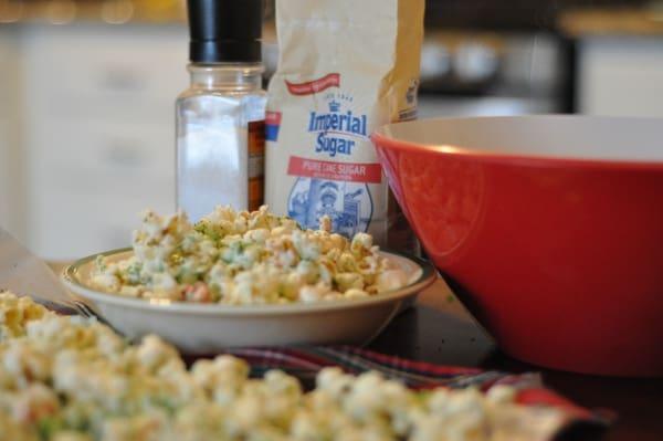 imperial-sugar-grinch-popcorn-bowl