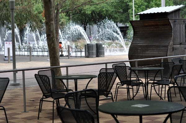 lakehouse-cafe-patio