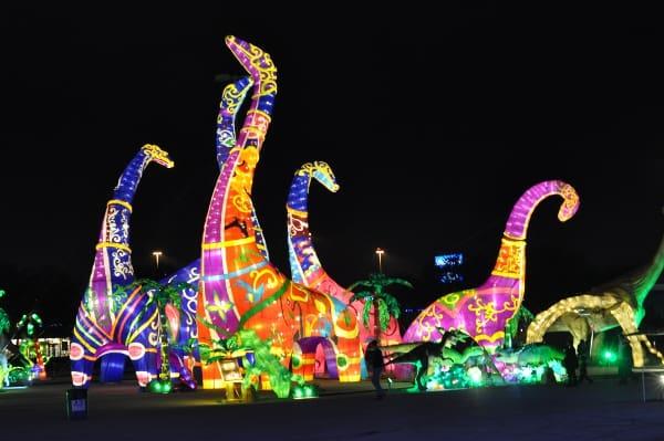 magical-winter-lights-dinosaurs