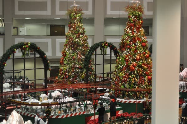 second-baptist-christmas-train-display