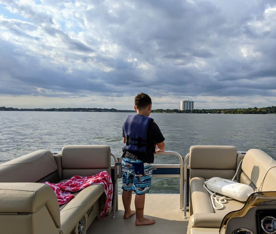 Rent a boat at Margaritaville Lake Conroe