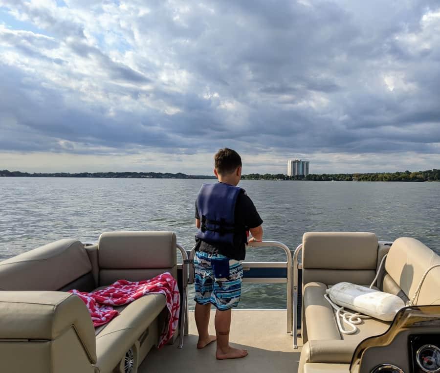 Rent a boat at Margaritaville Lake Conroe