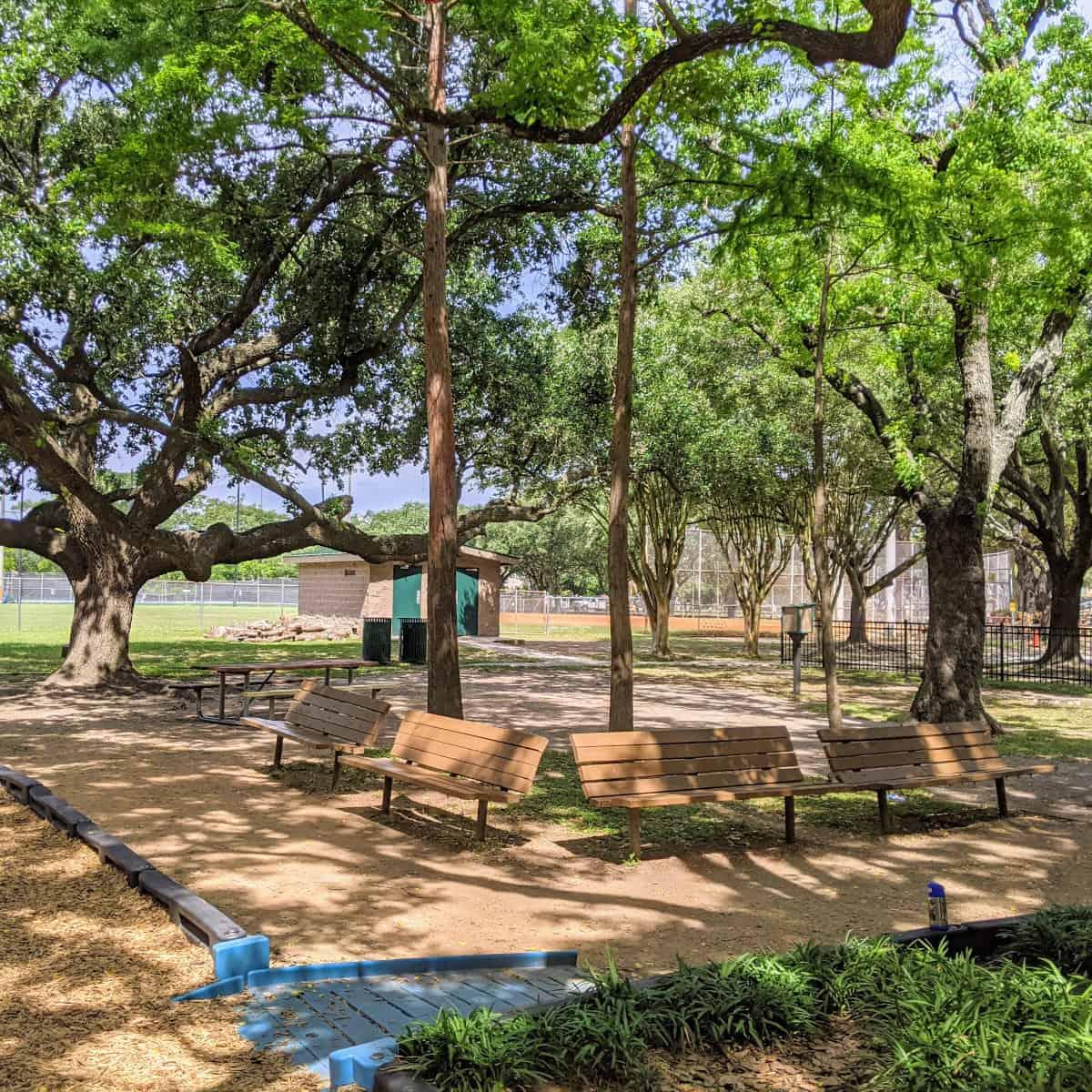 Feld Park Benches
